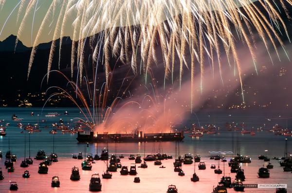 今年で24回目になるバンクーバーの花火大会。3日間に渡り3か国からの花火師たちが競う一大イベント!今年の出場国はアメリカ(7/26)フランス(7/30)そして日本(8/2)!この時期に合わせてバンクーバーを訪れてみてはいかがでしょう? http://t.co/dVjGib4X7r