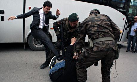 """Turkish PM's aide photographed kicking protestor given sick leave for """"injured leg"""" http://t.co/6kNiXhMzYr http://t.co/UKz6j55cGO"""