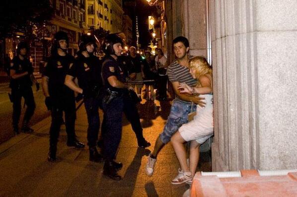 ¿Recordáis las agresiones de este policía en agosto de 2011? Hoy ha sido el juicio. Impune. http://t.co/n6StcQC8mj http://t.co/E1dfGQknM4