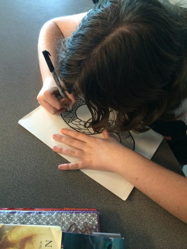 Emma in mid-stage of her Zentangle #DPLN http://t.co/4dMH9HAUhP