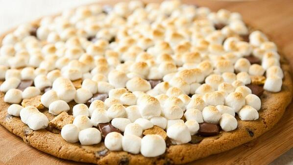 Q7: S'mores are great but Grilled S'more Cookie Pizzas are better. Rate from 1 to NEED RIGHT NOW? #PillsburyGrilling http://t.co/mlelO3TM2H