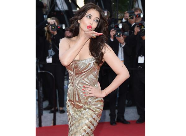 """@filmfare: Aishwarya Rai Bachchan stuns at the #Cannes redcarpet http://t.co/71rtgaYEgk http://t.co/6LjZxbEL18"" The most beautiful STAR"