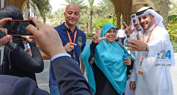 """هل دة هايكون مستقبل مصر؟ عبارة عن مجموعة """"فقرات كوميدية"""" بتلف العالم وبيعزموها في مؤتمرات عشان الناس تضحك عليها؟ http://t.co/3o6DtjVPOn"""