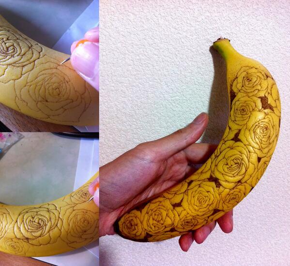 虫ピンで3時間、刺しこみ続けてバナナの皮を変色させて描く薔薇の群。 #バナナート #バナナタトゥー http://t.co/YN6R7OEbX3