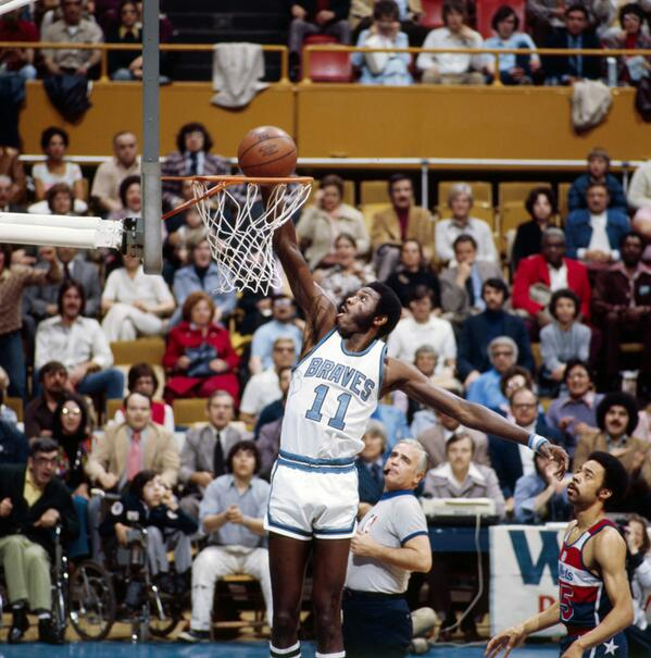 Bob McAdoo coasts in for a layup during a 1975 Braves-Bullets playoff game: http://t.co/T7UxzeS0sb