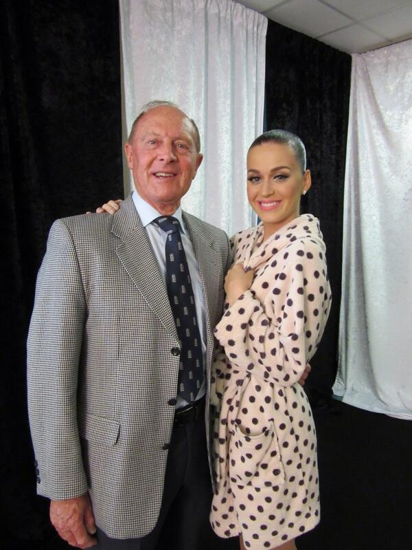 Will you ever see a photo better than this? Geoff Boycott with his favourite pop star @katyperry! #TestMatchSpecial http://t.co/DPzxruYEiz