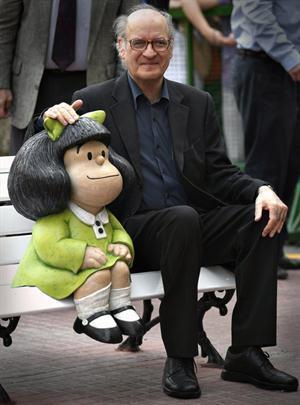 adnCULTURA (@adnCULTURA): Nuestro homenaje a Quino y a Mafalda por el #premio Príncipe de Asturias: http://t.co/LSwLKWaxsR http://t.co/DNc3vwGJRa