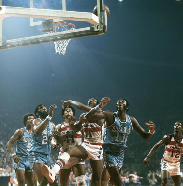 Battle under the boards during a 1975 Braves-Bullets game: http://t.co/ylPpX72hkq
