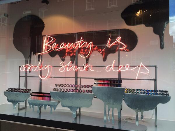Love the @Selfridges windows! #beautyproject #london #oxfordst #beautyisonlyskindeep http://t.co/fRN01XXDsp