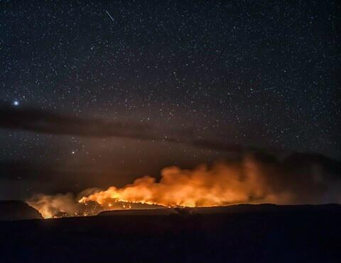 Flagstaff photographer Brian Bradley caught this incredible image of the Slide fire last night http://t.co/gf50sPZzi8 http://t.co/cC5vdSiitY