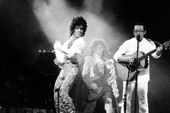 プリンスとライブで共演した時のさだまさし!(1985年撮影) http://t.co/XVDtOmWkFt