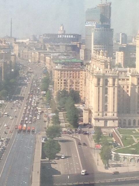 @lentaruofficial мы из окна видем черный дым идет движение перекрыто http://t.co/HCrAr6eBcT