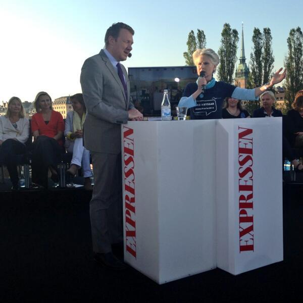 Heter utrikesministern Carl Bildt 4 år till? @AnnaMariaCB:  - Varför fråga mig? Frågade du honom nåt om mig? #barpol http://t.co/nDjs1aIJfS