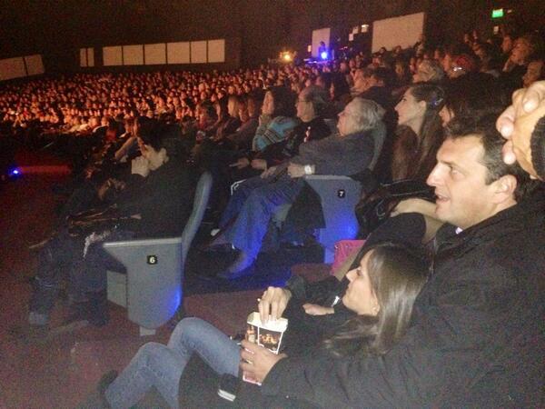 Explota @grimaldiok en Tigre con @SergioMassa y @MalenaMassa sentados en la escalera lateral comiendo pochoclo http://t.co/OMHm114bM8