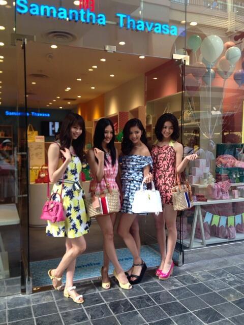 E-girls サマンサミューズ4名が、サマンサタバサ ハワイ!!アラモアナセンター店に来店♡ ハワイらしいコーデが可愛い!! http://t.co/APD6xMUp8E