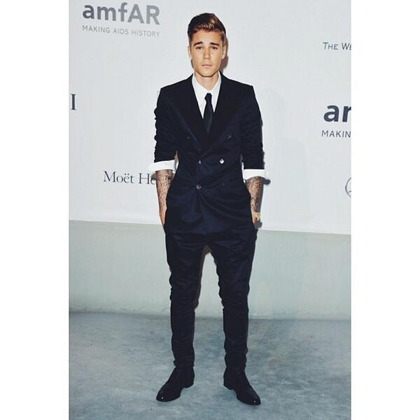 Justin Bieber wearing Dolce&Gabbana to amfAR's 21st Cinema Against AIDS Gala in Cannes on May 22, 2014. #dolcegab... http://t.co/SZ763Q9qoC