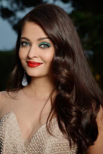 #Angelic Aishwarya Rai Bachchan's closeup at @amfAR. @juniorbachchan http://t.co/kHYbFL4ypd