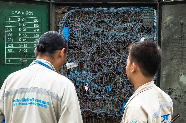 バンコクの電話配電盤は凄かった http://t.co/8dpADlsB7A