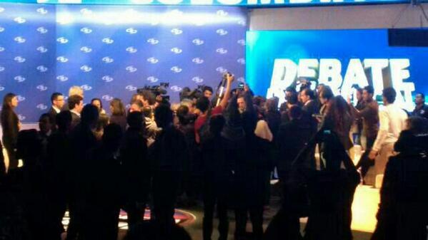 Pelotera en el set, foto de una campaña, pasó en comerciales: http://t.co/GsGMqlce90