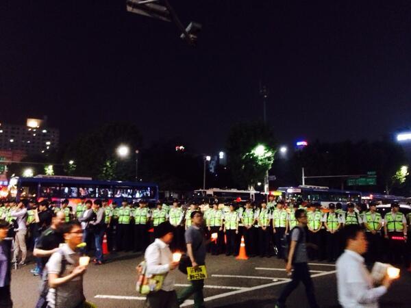 #PrayForSouthKorea #부정선거 5/24 청계광장 종로2 차단 20:28 http://t.co/HnzbIuNYUK