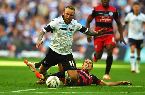QPR's O'Neil brings down Russell [via @WembleyStadium]