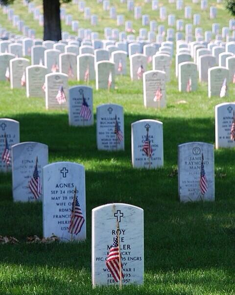 Remember The Brave Men & Women who gave their lives 4 us & their families We cant repay that debt but we can honor it http://t.co/KH2YC61Pcw