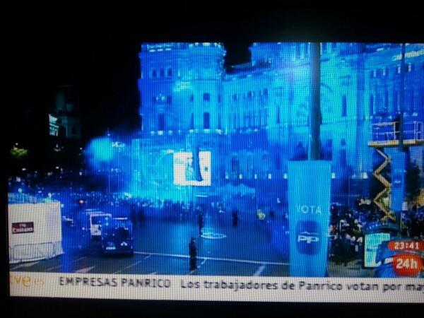 Plano fijo de TVE de la celebración del Madrid en Cibeles ... ¿O del PP? :0 http://t.co/GQ9YInVnKP