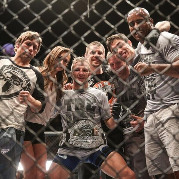 THE NEW CHAMP OF THE WORLD! @TJDillashaw #UFC #TEAMALPHAMALE http://t.co/aoIC11CTUt
