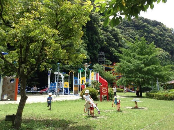 鹿児島へ来て何が一番よかったかって、線量を気にせず子供達を公園や河原で思いっきり遊ばせられること。 どんぐりや葉っぱを拾えること。 山の空気を素直に吸えること。  どんなにストレスだったか、来て解放されて初めてわかった。 http://t.co/DgsE6nmDBW