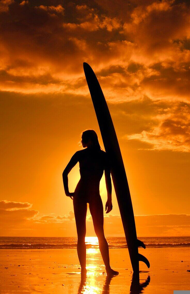 RT @rosapiccolo68: Sunset girl.....#surf #surfing #surfers #surfside #SurfSolidario @carlsbadjack1 @jxjs12 @DarrenBurch @SimonePerelli http://t.co/hKlftI0Hto