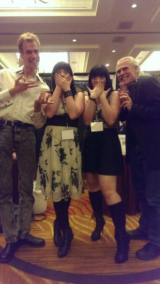 BUFFY Hush pose w/ @Camden_Toy, @actordougjones & @twisted_twins! Seattle @crypticon is the best! #crypt14 http://t.co/ODlgubcddk