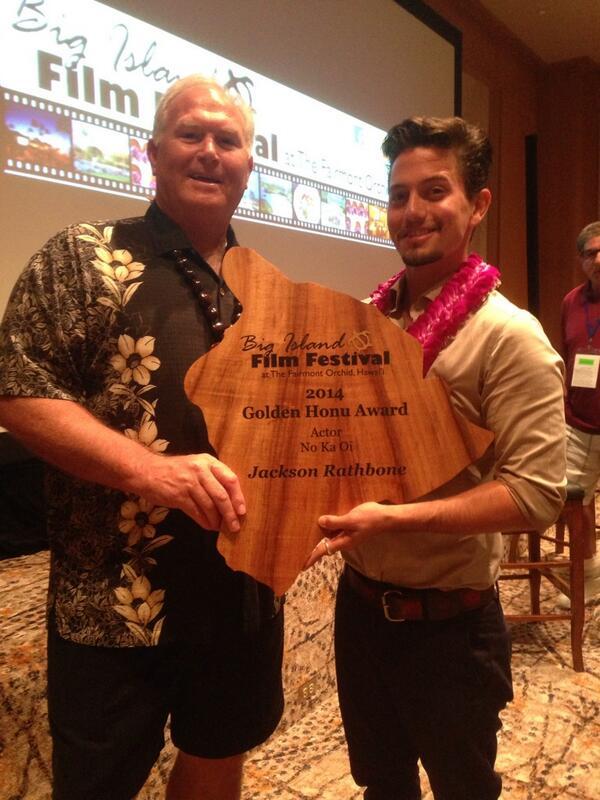 @JacksonRathbone awarded a Golden Honu Award @BigIslandFilm #2014BIFF http://t.co/XjR0ZTy2X5