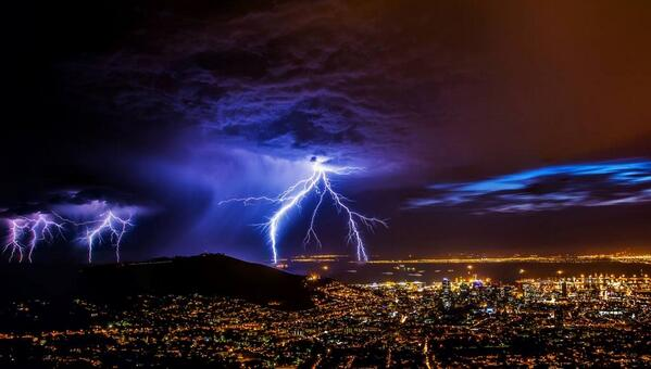 Jason Hayden took this photo of the storm over Cape Town on Saturday morning, taken near lower cableway station http://t.co/iJjkWQnr9G