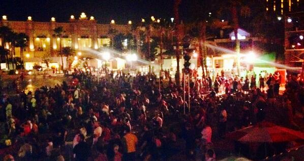 The crowd here waiting for #ziggymarley at @rocknrollwine's #reggaefest on #MDW2014 in #Vegas! #MDW #MemorialDay http://t.co/zvf1Qh7f2D
