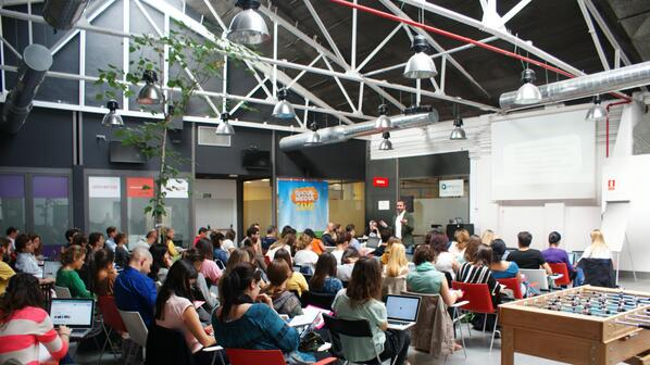#SocialMediaCamp en @GarAJE_Madrid como siempre batiendo récord! http://t.co/BPEDv8tO2r