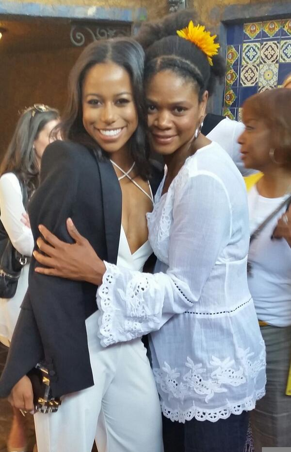 Here I am with the fabulous, talented, wonderful Taylour Paige!! #HitTheFloor #ProudMamaSloane #NoFilter http://t.co/zDslxv6P4K