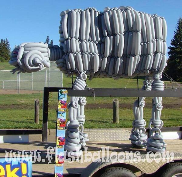 This balloon artist knows where it's at-at. http://t.co/2aSblEtb0Z