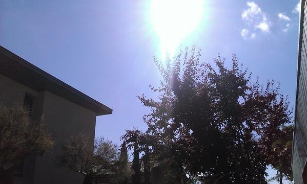 Profiter de ce soleil avec de la musique, voilà comment bien finir une journée ♥ 🎵🎶 http://t.co/EwVsLxdDHa