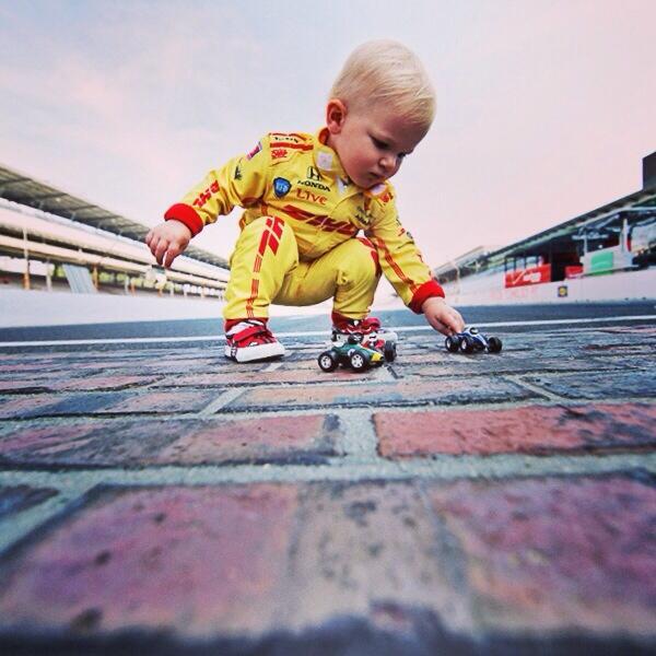Ryden has his own race across the bricks #indy500 @RyanHunterReay @BeccyGordon @FollowAndretti #indycar http://t.co/uB1zQtv0Ft