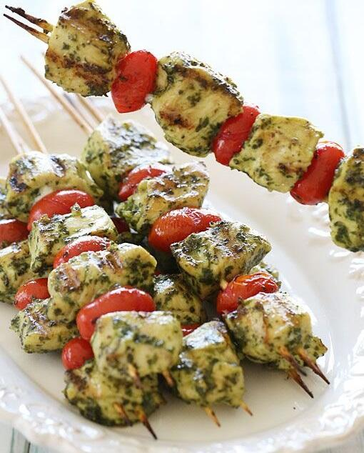 Grilled pepper and pesto-chicken kebabs are a tasty, lean option to pop under the grill for dinner! #TreatTuesday http://t.co/FBIqn8Jac4