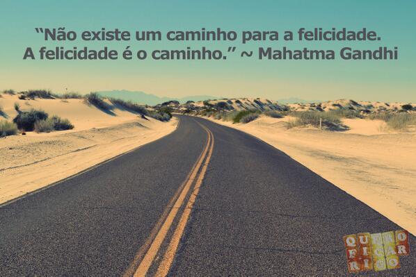 """""""Não existe um caminho para a felicidade. A felicidade é o caminho."""" ~ Mahatma Gandhi http://t.co/oiI6rjNlAt"""