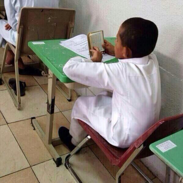 هاشتاق السعودية (@HashKSA): #صورة_ترند.. انتهى من حل الأسئلة قبل الوقت المحدد، فستغل الوقت المتبقي في قراءة القرآن.|عبر: @albsmh2011 http://t.co/7BXxLL5Ob3