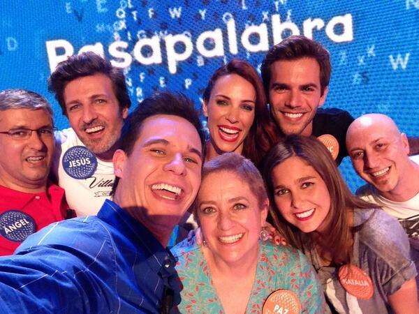 ¡La foto con Paz después de llevarse 1.310.000 eurazos! Ya sabéis ¡que sea el «selfie» más retuiteado! #Pasapalabra