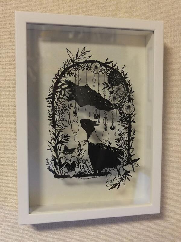 ようやく #デザフェス で購入した大橋忍さん @ubonihs の切り絵「夜の帷」を飾ってみました。珍しくモノクロームの作品だけど、またそこがいい。本当の「夜の帷」とヤギさん。美しさに溜息し、繊細な匠の技に感服です。素晴らしい。 http://t.co/NsPgBUcQK6