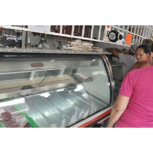 Carne?...¡Tampoco hay!. Las carnicerías de  #Barquisimeto se muestran desabastecidas. http://t.co/rqMDoqG9kU via @KarollaN2
