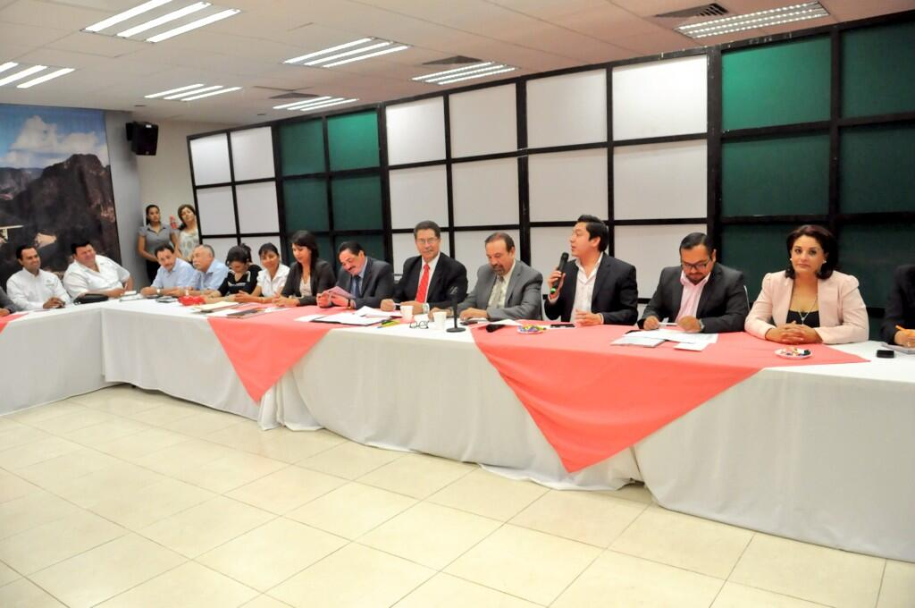 COBAED (@COBAEDoficial): Invita @chuycabrales a trabajar en favor de la educación #EducamosGanadores @gobdgo @SEED_Dgo @HectorVelaV @SEP_mx http://t.co/vxAlMJbs8F