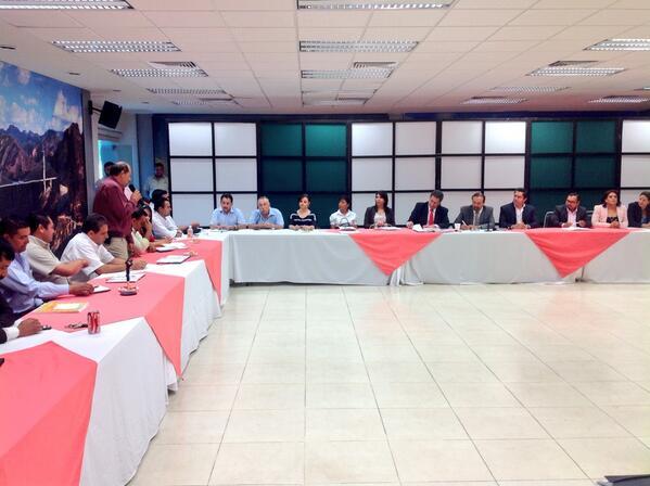 COBAED (@COBAEDoficial): Reafirman su compromiso los Directores de Plantel #EducamosGanadores con @chuycabrales @HectorVelaV @guillermoadamec http://t.co/t9rnEmuTUc