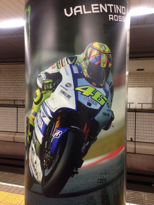 駅にロッシがいた #MotoGP_jp (@ 御堂筋線 なんば駅 (M20) w/ 3 others) http://t.co/pQyZZCem5e http://t.co/iOhz0Kxdo7