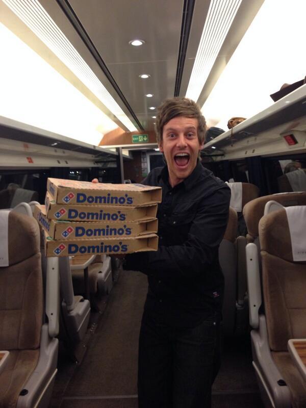 Yes! #PizzaOnATrain http://t.co/7bcX0FoTMw