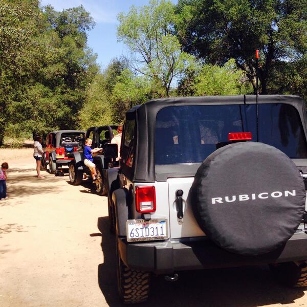 RT @frankiesgurl722: Love that line up ❤️❤️❤️❤️ @Jeep @JeepWorld #jeeplife #jeepgirl http://t.co/u03eSrDdm1